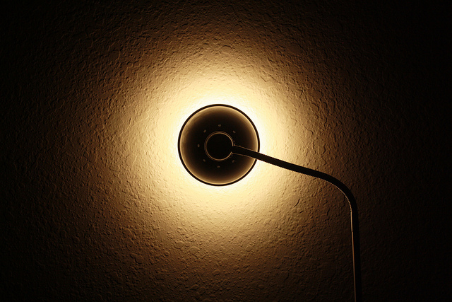 Zanimljiva stona lampa